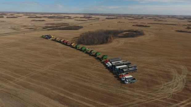 'I hope we did them proud': Sask., farmers rally to finish grieving family's harvest