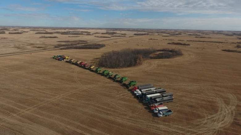 'I hope we did them proud': Sask. farmers rally to finish grieving family's harvest