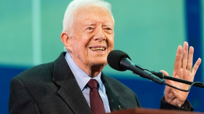 Jimmy Carter has 3rd fall in recent months, fractures pelvis