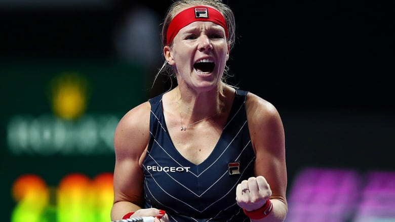 Thrust into action, alternate Kiki Bertens upends top-ranked Barty