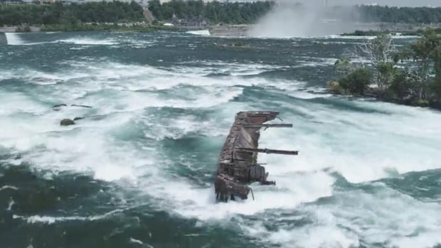 Storm moves barge trapped above Horseshoe Falls for 101 years closer to the edge | CBC News