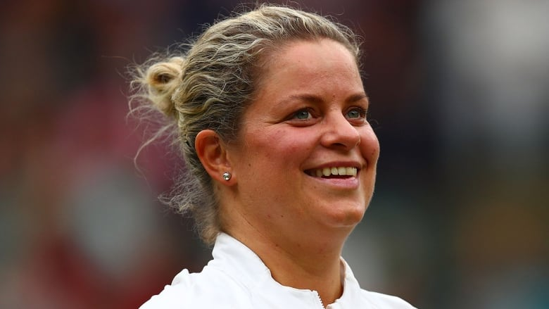 Kim Clijsters comeback delayed by knee injury