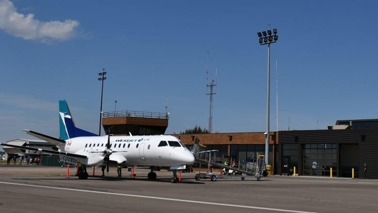 medicine-hat-regional-airport.JPG