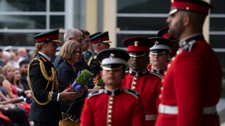 Canadians of all races, backgrounds served in battles commemorated on Remembrance Day: Peter Mansbridge