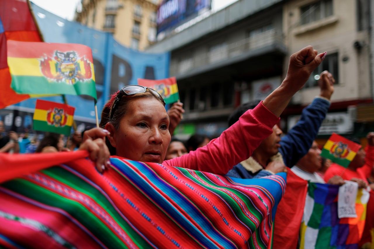 https://i.cbc.ca/1.5355671.1573497885!/fileImage/httpImage/bolivia-election-protests-argentina.jpg