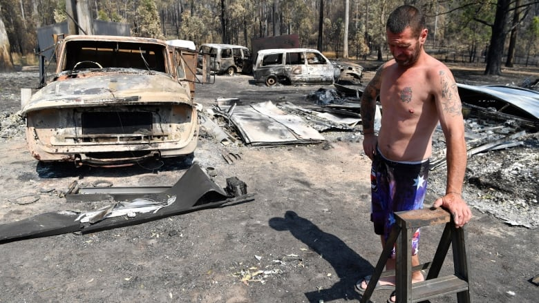 Australians ordered to flee as firefighters struggle to contain bush fires