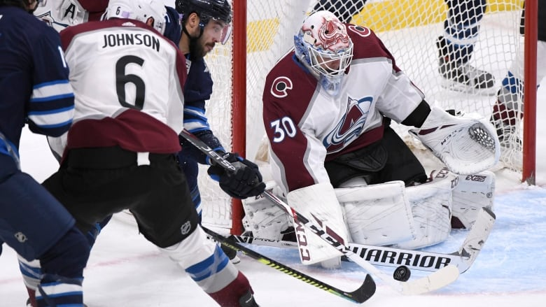 MacKinnon leads Avalanche at Winnipeg