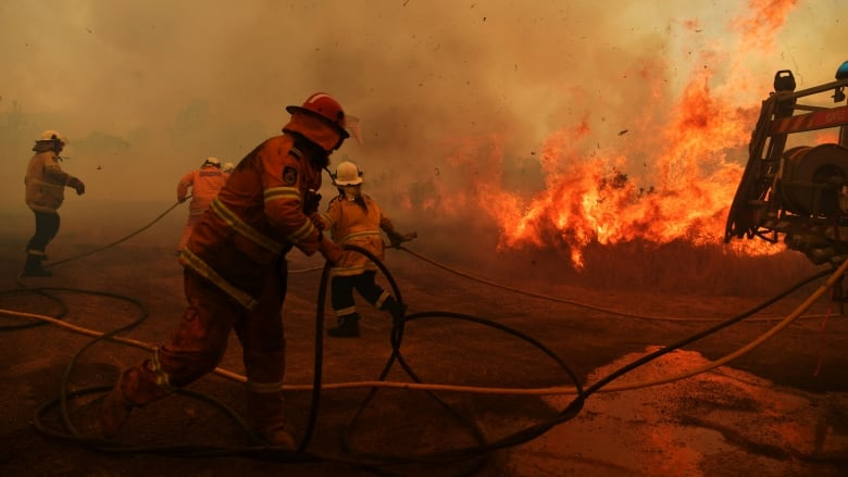 Deadly Australian wildfires expected to worsen as temperature soars