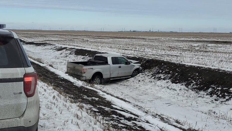 Suspects crash into ditch fleeing RCMP after rural Manitoba break and enter