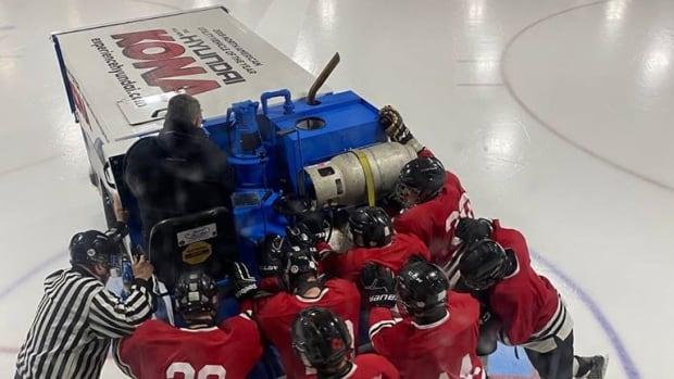 Zamboni breakdown can't stop P E I  minor hockey team