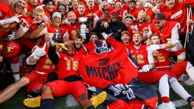 Dinos down McMaster in Mitchell Bowl