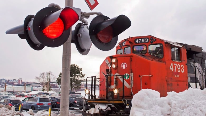 Thousands of CN Rail employees go on strike as talks continue