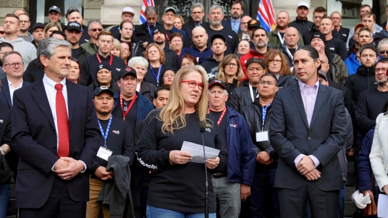 Workers, contractors gather at B.C. Legislature to protest 'unfair' deals