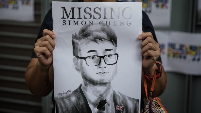 Ex-British Consulate staffer Simon Cheng says Chinese police tortured him
