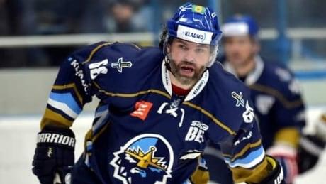 Believe it or not, Jaromir Jagr is still playing pro hockey
