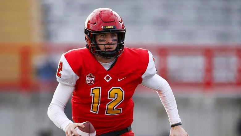 Calgary Dinos' QB Adam Sinagra set out to end U Sports career with Vanier Cup title