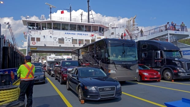 Service disrupted on the Saguenay River after ferry collides with wharf