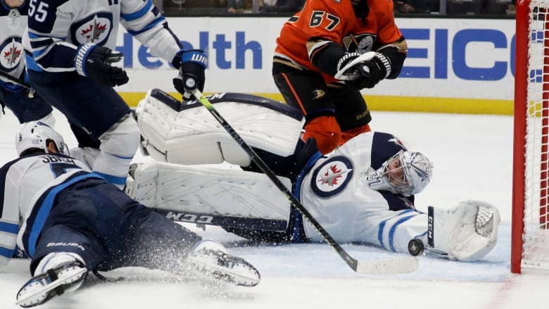 Connor Hellebuyck shuts door on Ducks to help Jets earn 3rd straight win