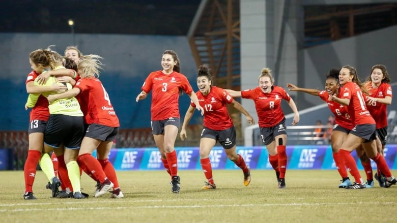Gee-Gees win women's University World Cup | CBC News