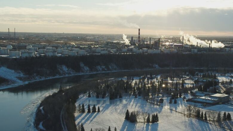 Refineries near the oilsands and why companies aren't all over it like oil on sands