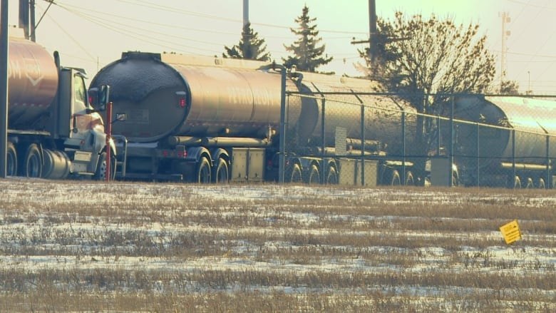 'Sitting on the side of the road': Lineups for trucks at Regina Co-op refinery pickets concern industry