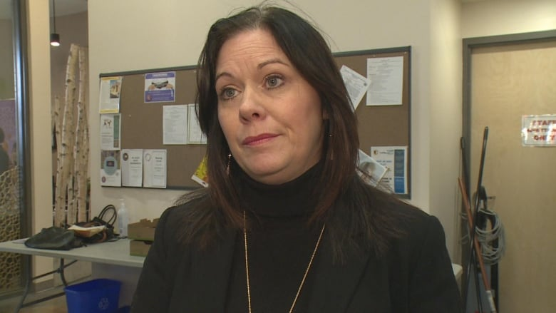 Windsor Essex Residents Frustrated With Service Ontario Wait Times Confusion Cbc News