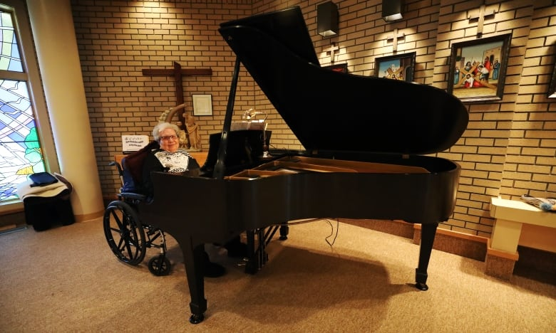 Care home moves in professional musician's grand piano so 91-year-old can play it again