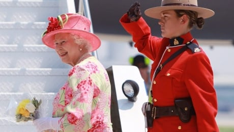 Queen Visit TOPIX