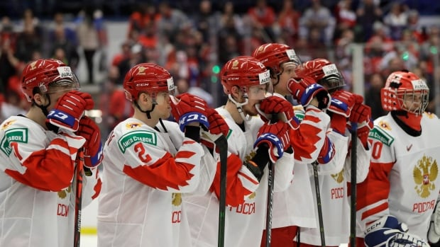 TV mixup has Russian fans celebrating world junior gold despite losing to Canada   CBC Sports