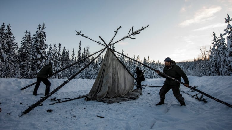 RCMP set up checkpoint restricting access in Wet'suwet'en territory amid clash over pipeline