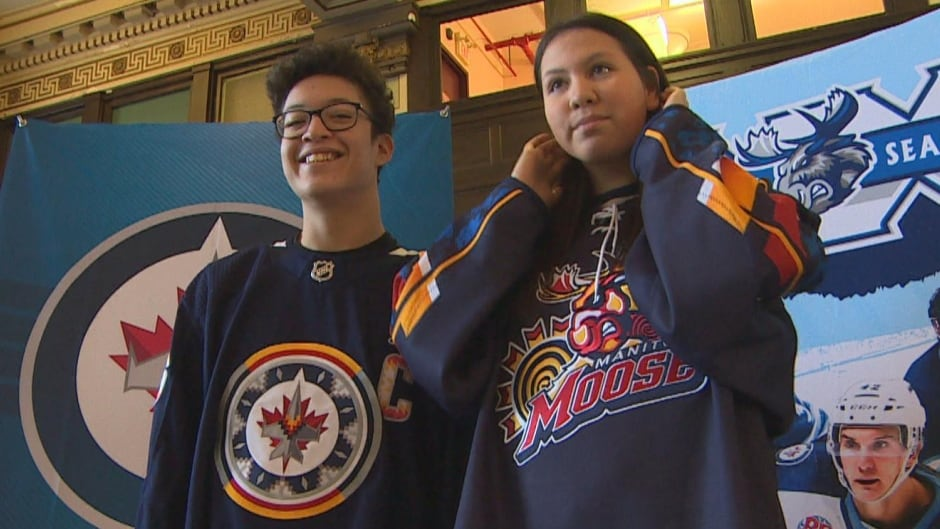 Winnipeg Jets Unveil Jerseys With Indigenous Styled Logo For Upcoming Campaign Cbc News