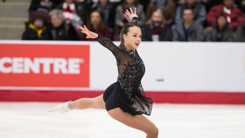 Alicia Pineault leads after the women's short program at Canadian championships