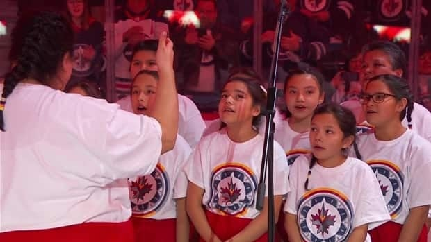 Winnipeg youth choir opens Jets game with Canadian anthem sung in Ojibwe