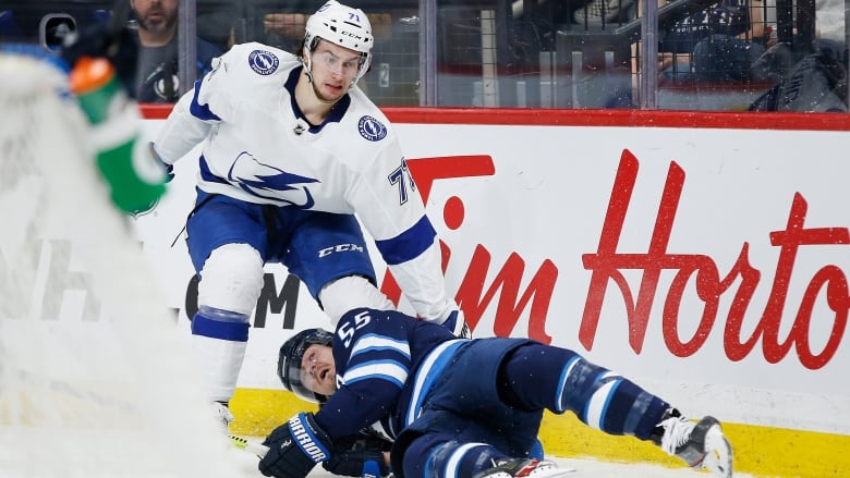 Anthony Cirelli's hat trick leads Lightning's grounding of Jets