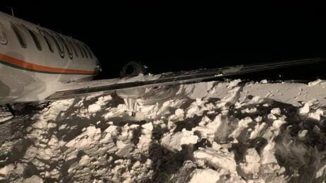 Perimeter Aviation plane into snowbank