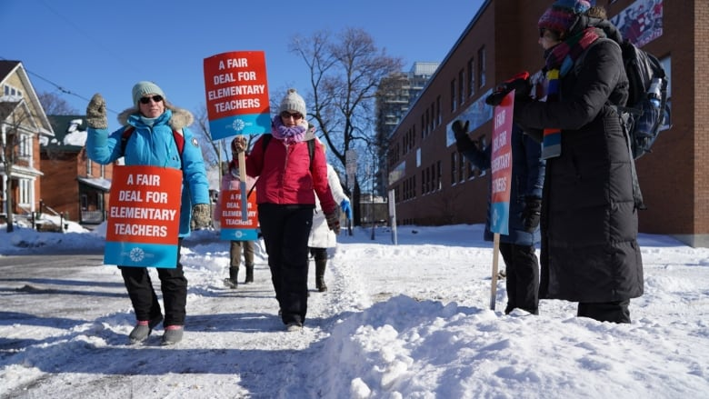 Strike to close elementary schools in Upper Canada, Limestone boards Wednesday