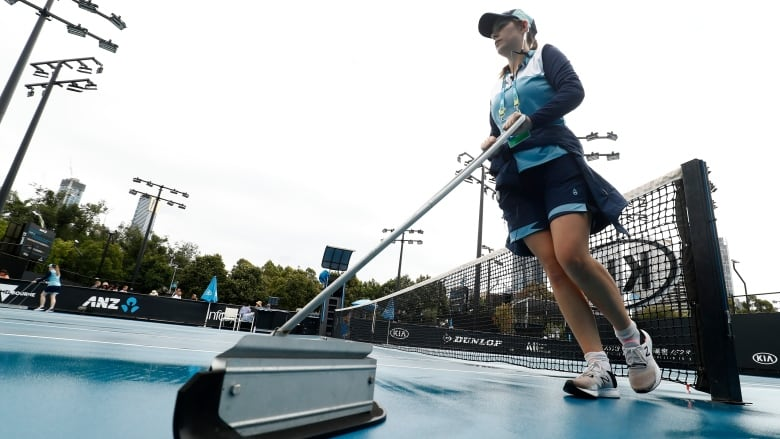 Rain, dust cause delays on outside courts