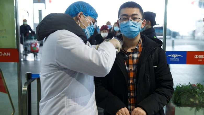 China extends Lunar New Year holiday in effort to contain coronavirus
