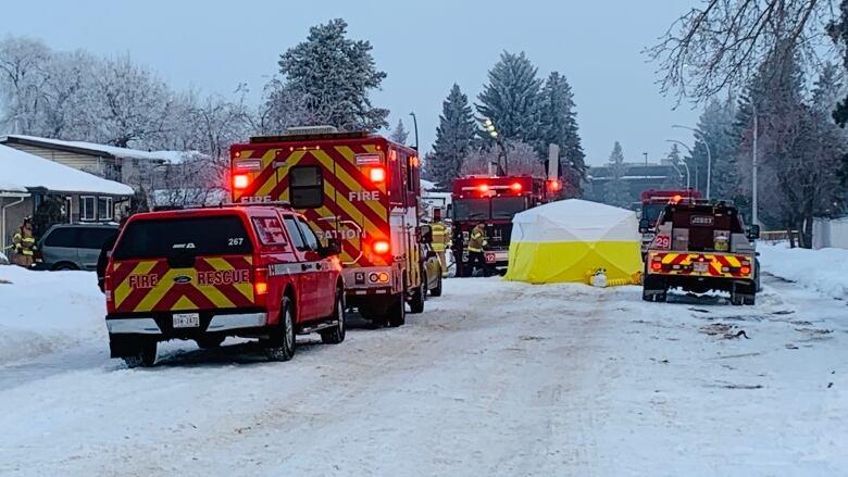 Crews extinguish Monday morning house fire in west Edmonton