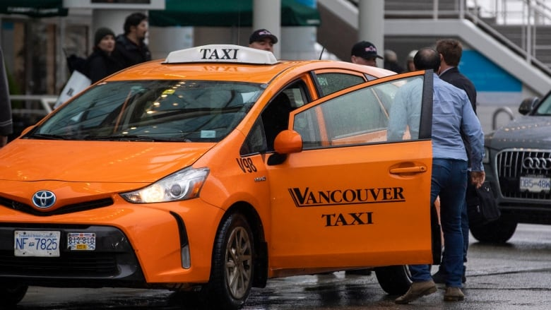 Metro Vancouver taxi companies seek injunction to stop Uber, Lyft from operating