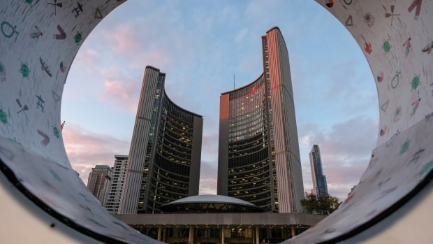 Visiting Toronto's city hall? Brace yourself for beefed-up security, metal detectors | CBC News