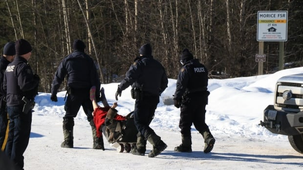 Tensions continue to rise between RCMP and Wet'suwet'en amid pipeline dispute | CBC News