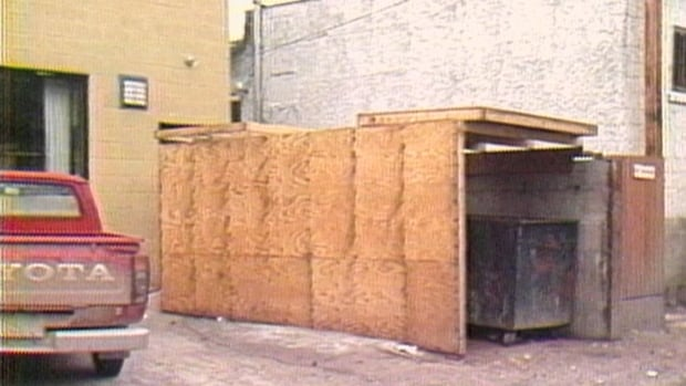 How 'garbage bears' meant trouble for business in Banff | CBC Archives