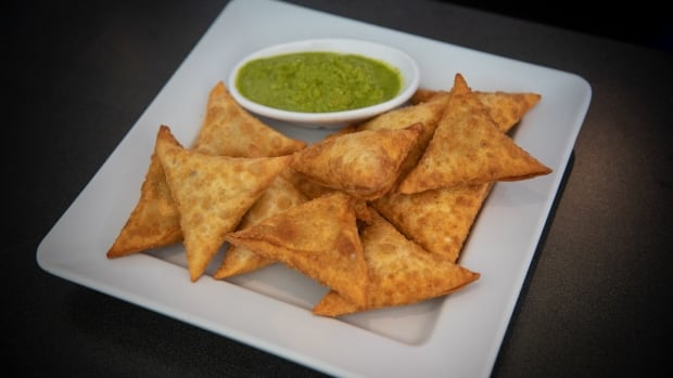 Pick up a bag of crispy and spicy samosas at this 24-hour diner | CBC News