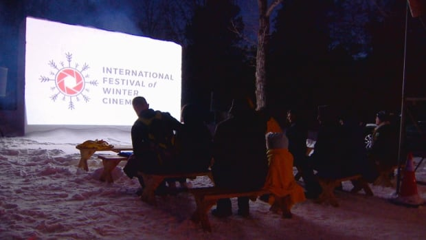 Chill out: Outdoor winter film festival returns to Hawrelak Park | CBC News