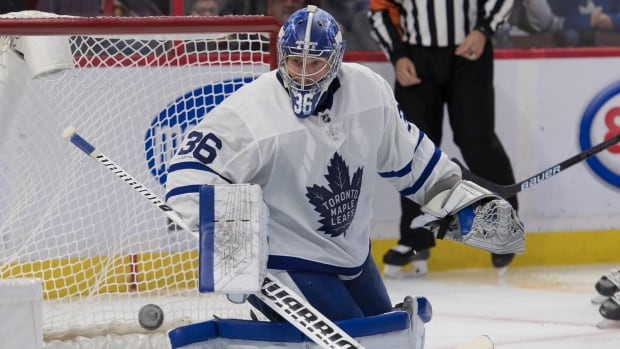 Campbell stays hot in net as Leafs double up Senators | CBC Sports