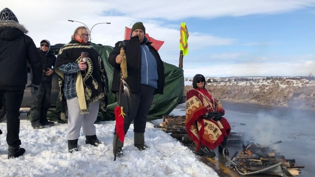 Demonstrators gather at Confederation Bridge to back Wet'suwet'en hereditary chiefs | CBC News