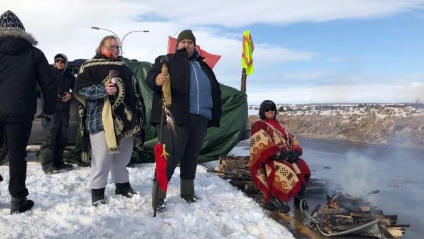 Demonstrators gather at Confederation Bridge to back Wet'suwet'en hereditary chiefs | CBC News