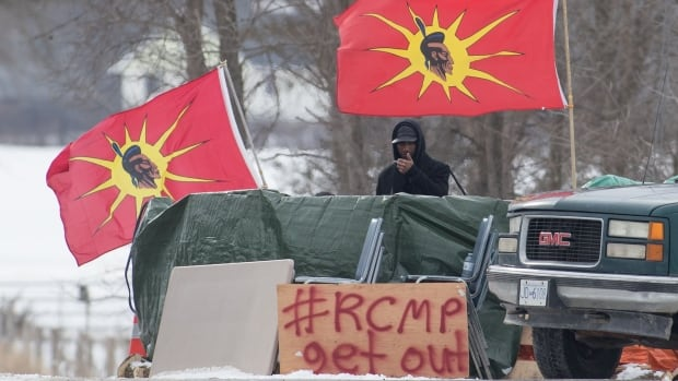 Wet'suwet'en chiefs heading to Ontario to thank Mohawk protesters for support | CBC News