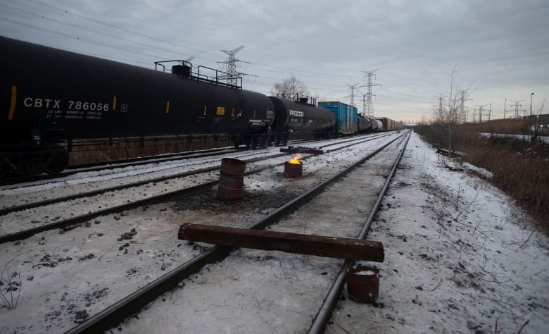 Rail blockades to lead to shortages of propane and consumer goods, 2 national groups say